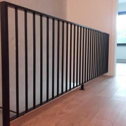 balustrada schodowa metalowa ciemna