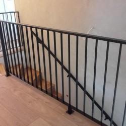balustrada-schodowa-metalowa-ciemna03