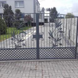 artystyczna brama wjazdowa kuta metalowa