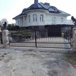 ozdobne ogrodzenie posesji brama wjazdowa kuta