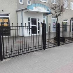 praktyczne ogrodzenie posesji furtka wejsciowa