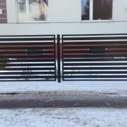 solidna elegancka brama wjazdowa oraz ogrodzenie