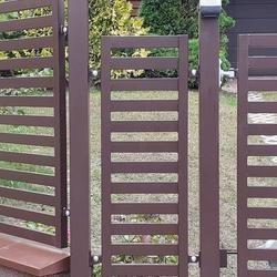 solidne metalowe ogrodzenie